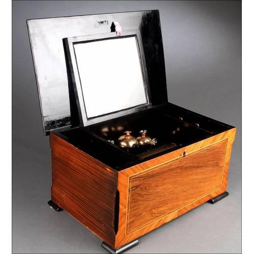 Preciosa Caja de Música Suiza del Año 1890. Con Campanillas y Mariposas Autómatas. Perfecto Funcionamiento