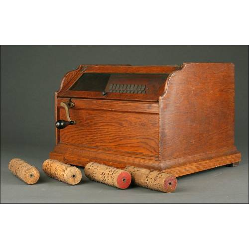 Organillo de Madera Norteamericano de 1880. Funcionando Muy Bien. Con Cuatro Rodillos