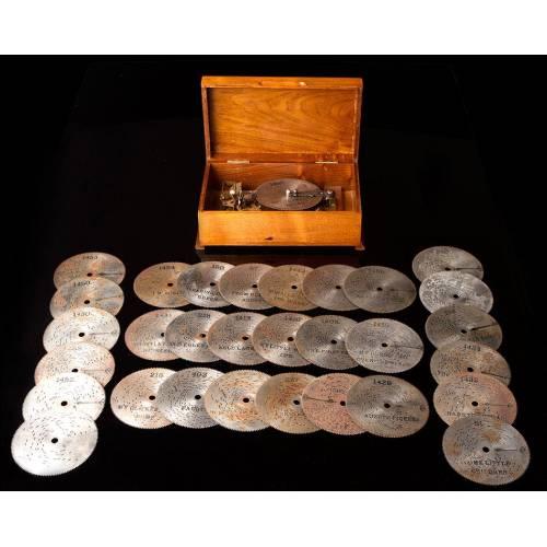 Caja de Música de Madera Fabricada en los Años 30. Con 31 Discos y Funcionando Muy Bien