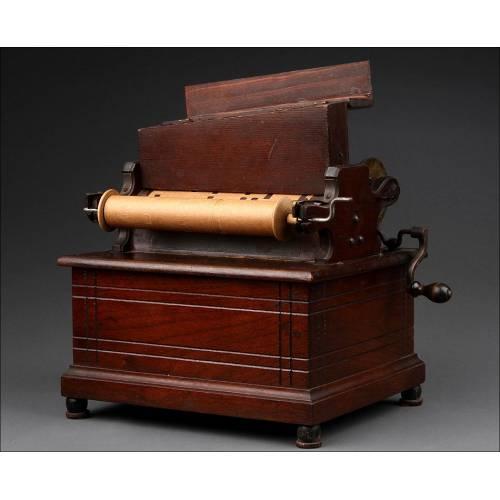 Precioso Organillo Clariola de Caoba, Fabricado en Norteamérica Circa 1890. Funciona Muy Bien