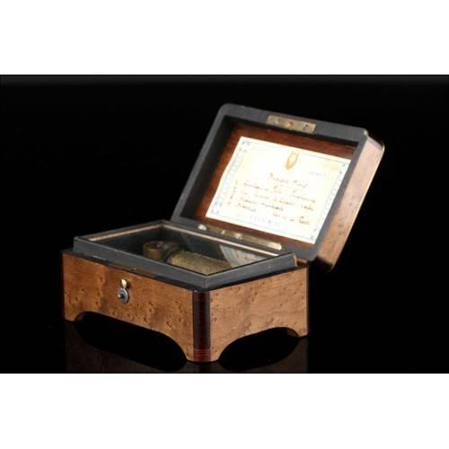 Delicada Caja de Música de Madera de Raíz y Palisandro. Circa 1900, en Perfecto Funcionamiento.
