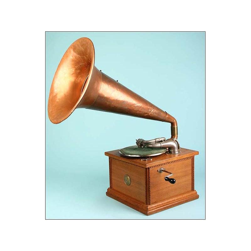 Gran gramófono Gilbert. Cuerno de cobre. 1920