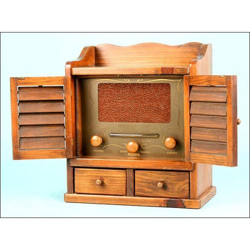 "Radio Guild 484 Modelo A10392 ""Spice Chest"" (1958)."