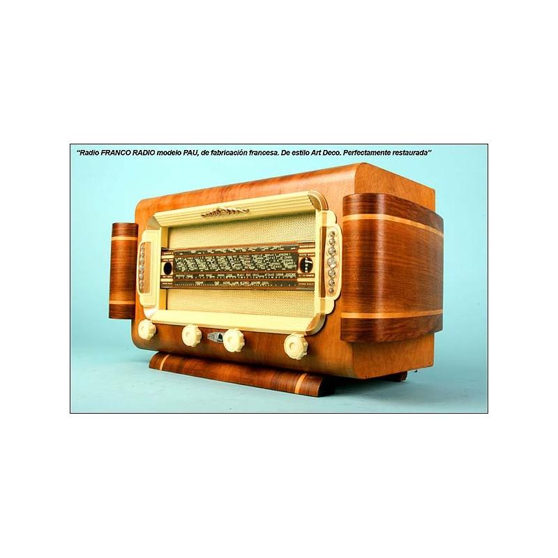Radio FRANCQ RADIO-PAU. Fabricación francesa. Años 40.