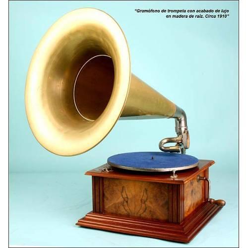 Gramófono antiguo de trompeta en latón. Acabado de lujo. C.1910