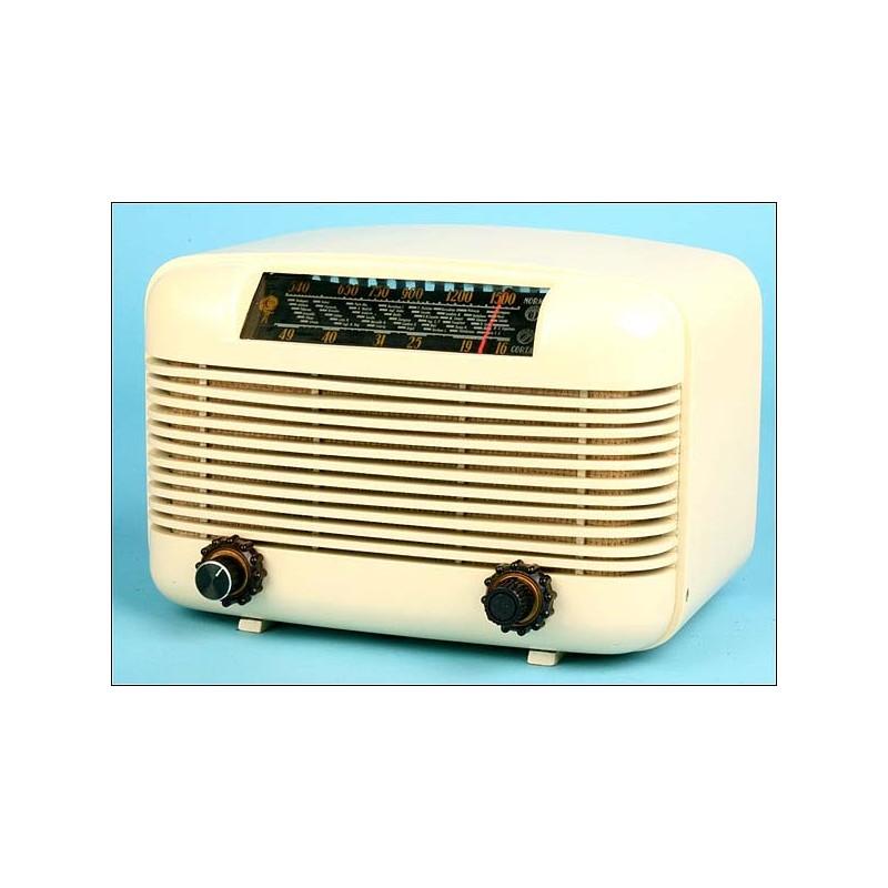 Radio de metal La voz del mundo,Mod.Chato C.1940 V110vlt.