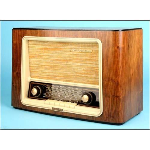 Radio Invicta Mod.5443 C.1940 t-110vlt.