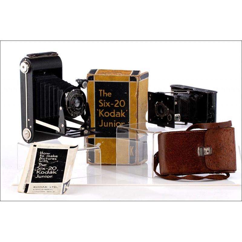Lote de dos cámaras de la marca Kodak, años 1915-30. Con fundas, caja e instrucciones. Funcionando.