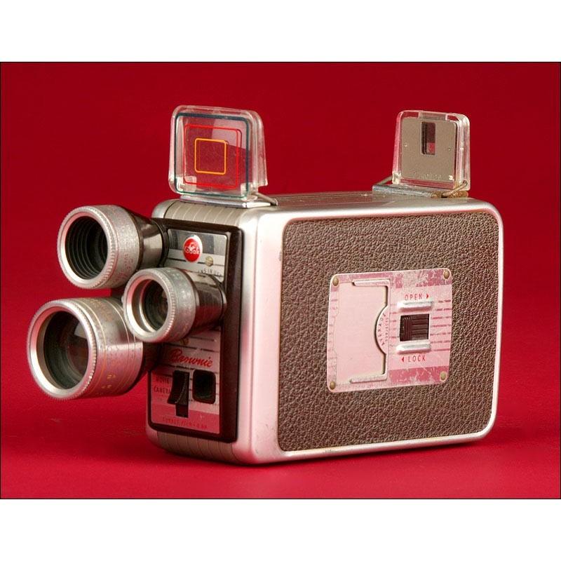 Filmadora Compacta Kodak para Películas de 8 mm, Años 60. Con Tres Lentes Rotatorias