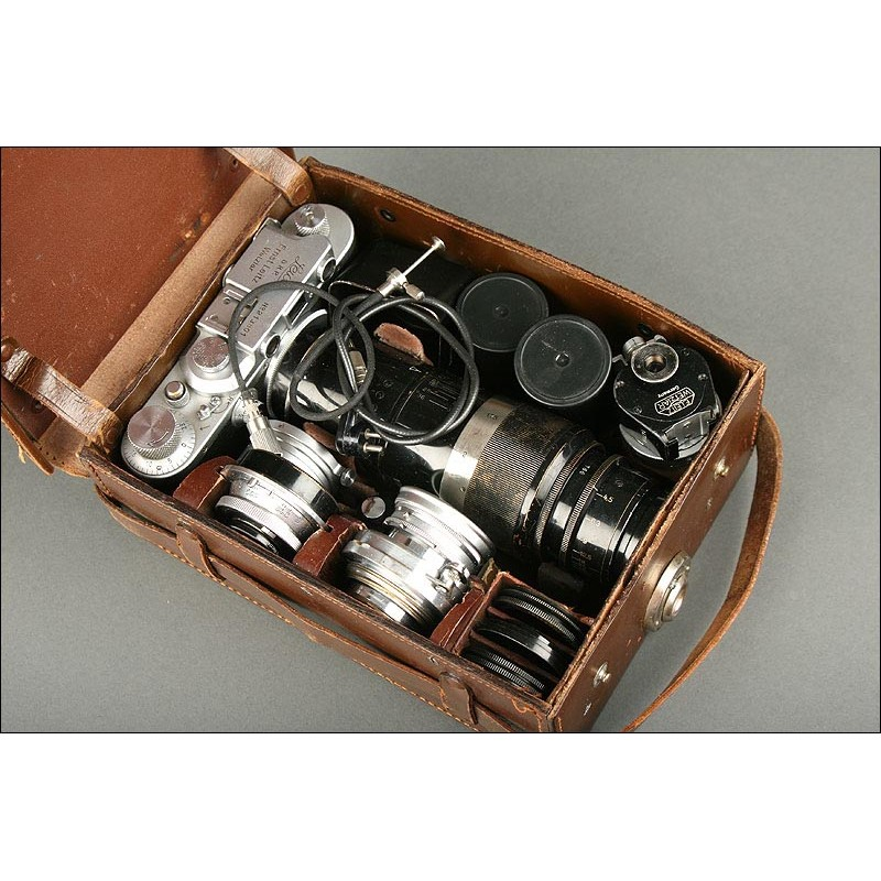 Lote de Cámara Leica IIIA con Accesorios en Estuche Original, Año 1936. En Buen Estado y Funcionando