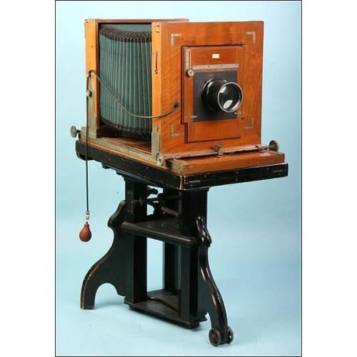 Enorme cámara de estudio alemana con trípode. 1890