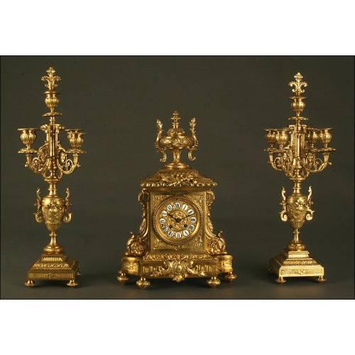 Espectacular Reloj de Sobremesa con Pareja de Candelabros. Conjunto de Bronce del S. XIX
