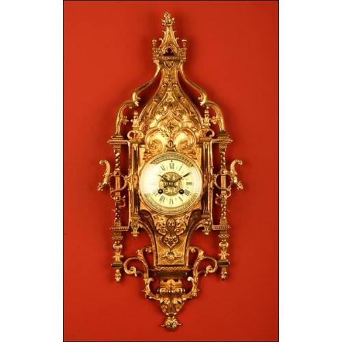 Reloj de Pared Neogótico en Bronce Con Maquinaria París de 8 días. 1900.