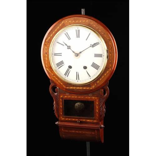 Atractivo Reloj de Pared de Madera Maciza y Taracea. Norteamérica, 1920-30