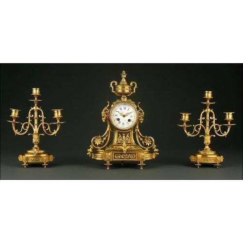 Reloj de Sobremesa Francés con Candelabros, Circa 1.870. Firmado y Funcionando