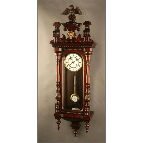Importante Reloj de Pared Alemán. Año 1.900. Realizado en Madera Maciza. Funciona Perfectamente