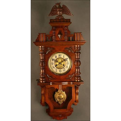 Precioso Reloj de Pared Junghans en Madera de Nogal, Circa 1920. Bien Conservado y Funcionando