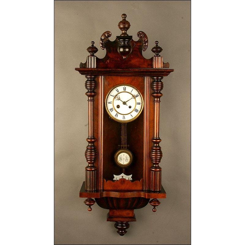 Reloj de Pared de Madera, de Principios del Siglo XX. Muy Bien Conservado, Da las Horas y los Cuartos