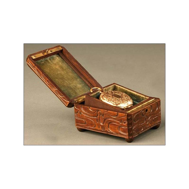 Estuche porta relojes de Bolsillo tallada, Siglo XIX