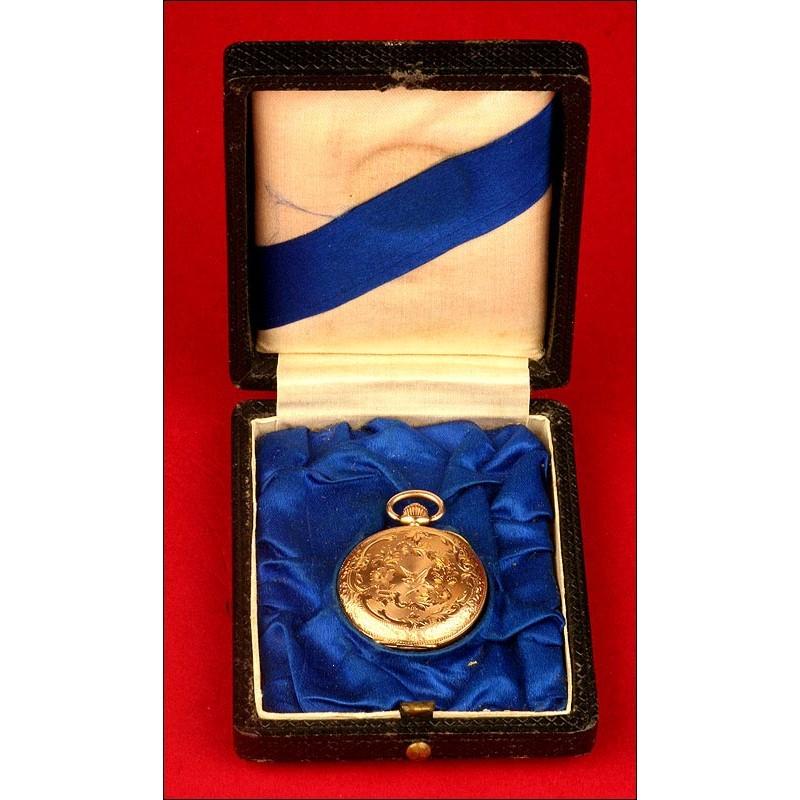 Reloj de Bolsillo de Señora en Oro Macizo. Tres Tapas. Estuche Original. Circa 1880