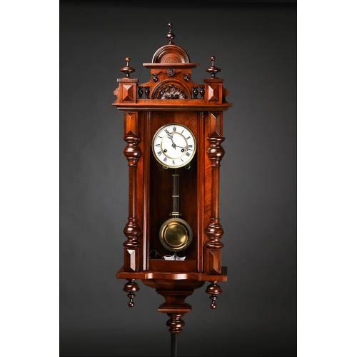 Precioso reloj de pared alemán con caja de madera fabricado en 1890. Restaurado y funcionando.