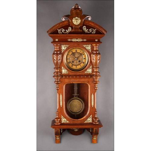 Elegante Reloj de Pared Francés del Año 1890. Muy Bien Conservado y Funcionando a la Perfección