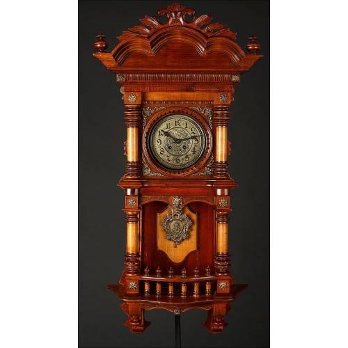 Imponente Reloj de Pared Kienzle Fabricado en Alemania en 1900. Caoba, Haya y limoncillo. En Perfecto Estado