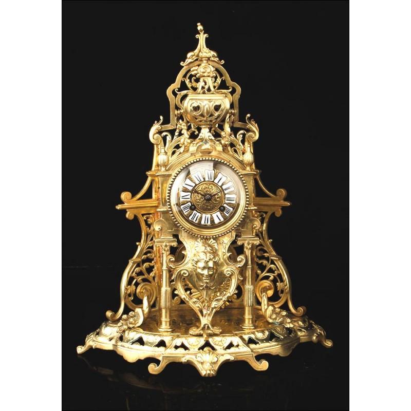 Magnífico y Antiguo Reloj de Sobremesa de Bronce. Francia, Siglo XIX
