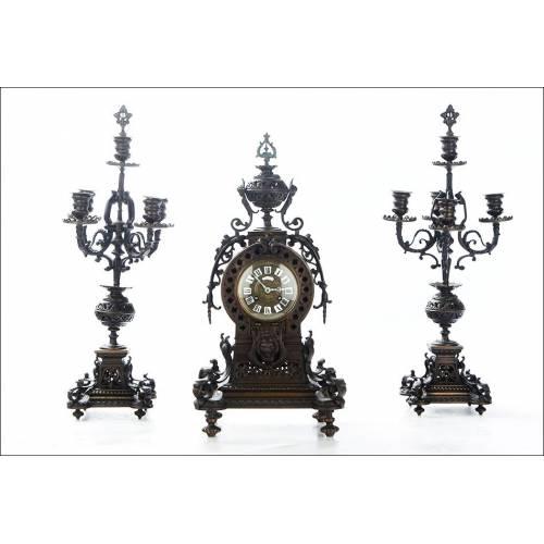 Impresionante Reloj de Péndulo con Pareja de Candelabros. Francia, Siglo XIX