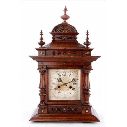 Elegante Reloj de Sobremesa Junghans con Caja de Madera Maciza. Alemania, Siglo XIX