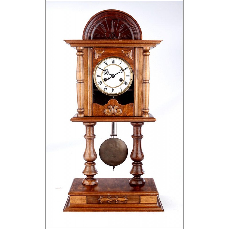 Antiguo Reloj de Sobremesa y Pared en Perfecto Funcionamiento. Alemania, 1900