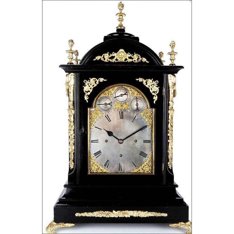 Espectacular Reloj Bracket de Ébano y Bronce con Triple Sonería. Inglaterra, Siglo XIX