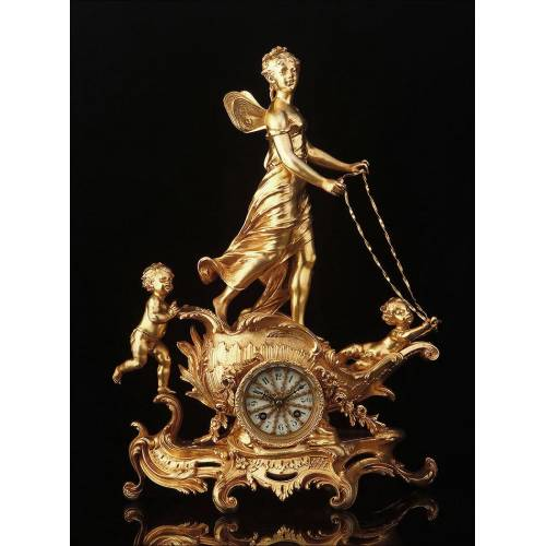 Espectacular Reloj de Sobremesa Escultórico en Muy Buen Estado. Francia, Siglo XIX
