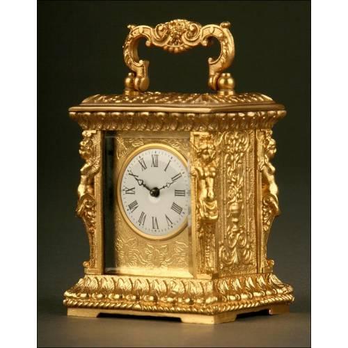 Magnífico Reloj de Carruaje de Bronce Labrado. Mediados S. XX. Bien Conservado y Funcionando