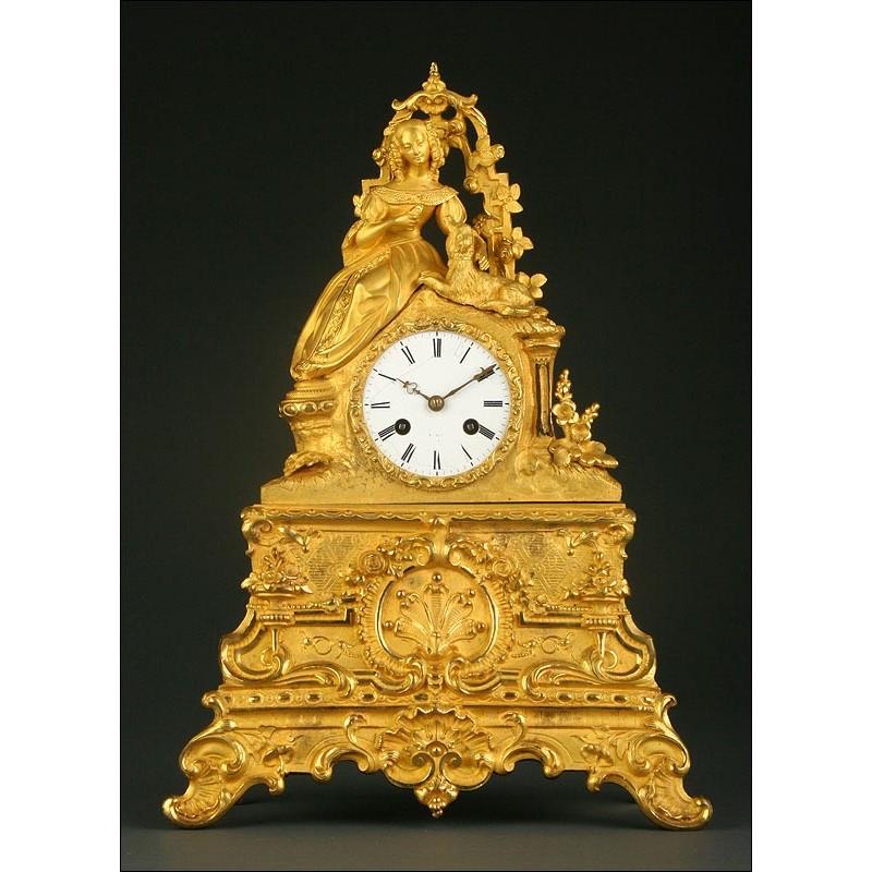 Precioso Reloj Francés de Bronce Dorado. 1ª Mitad s. XIX. Bien Conservado y Funcionando