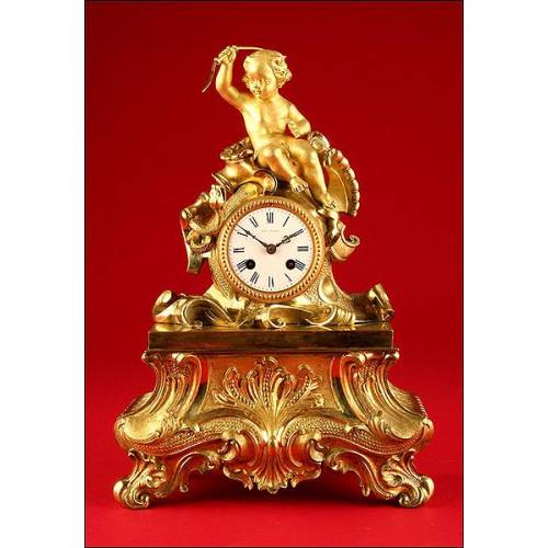 Decorativo Reloj de Sobremesa en Bronce Dorado. Segunda mitad s. XIX.