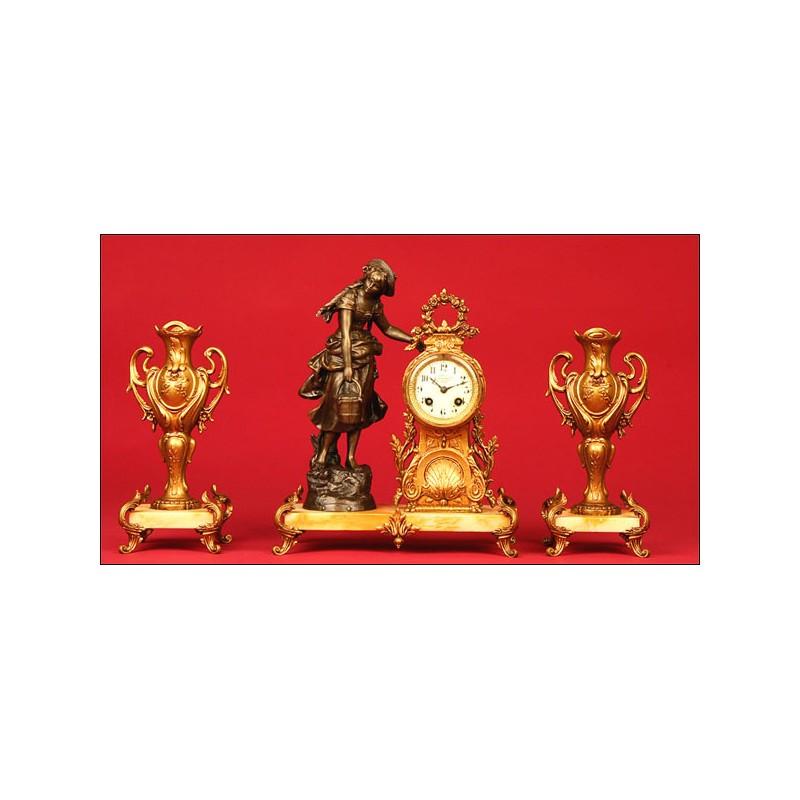 Precioso Reloj de Sobremesa Francés en Calamina y Mármol con Decorativa Guarnición. 1870