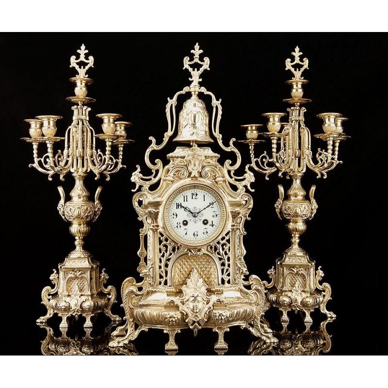 Reloj de Sobremesa con Candelabros de Bronce, Año 1900. Maquinaria Japy Fréres. Funcionando