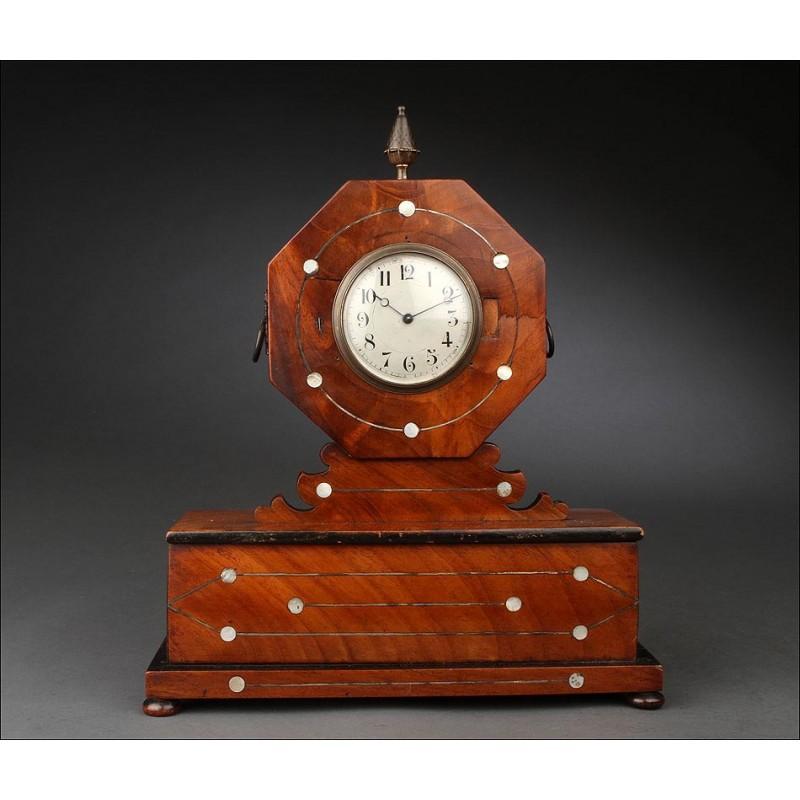 Reloj de Sobremesa Inglés de Armonioso Diseño, Fabricado en el Año 1900. En Perfecto Funcionamiento
