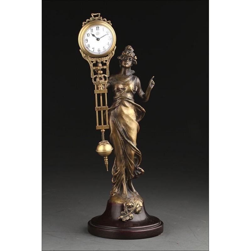 Reloj de Misterio Junghans Realizado en Bronce y Madera en 1905. Muy Decorativo y Funcionando