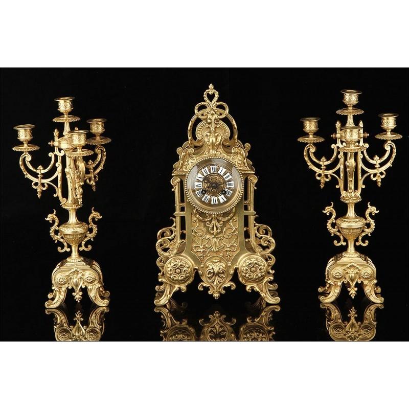Antiguo Conjunto de Reloj de Sobremesa y Candelabros. Francia, 1900