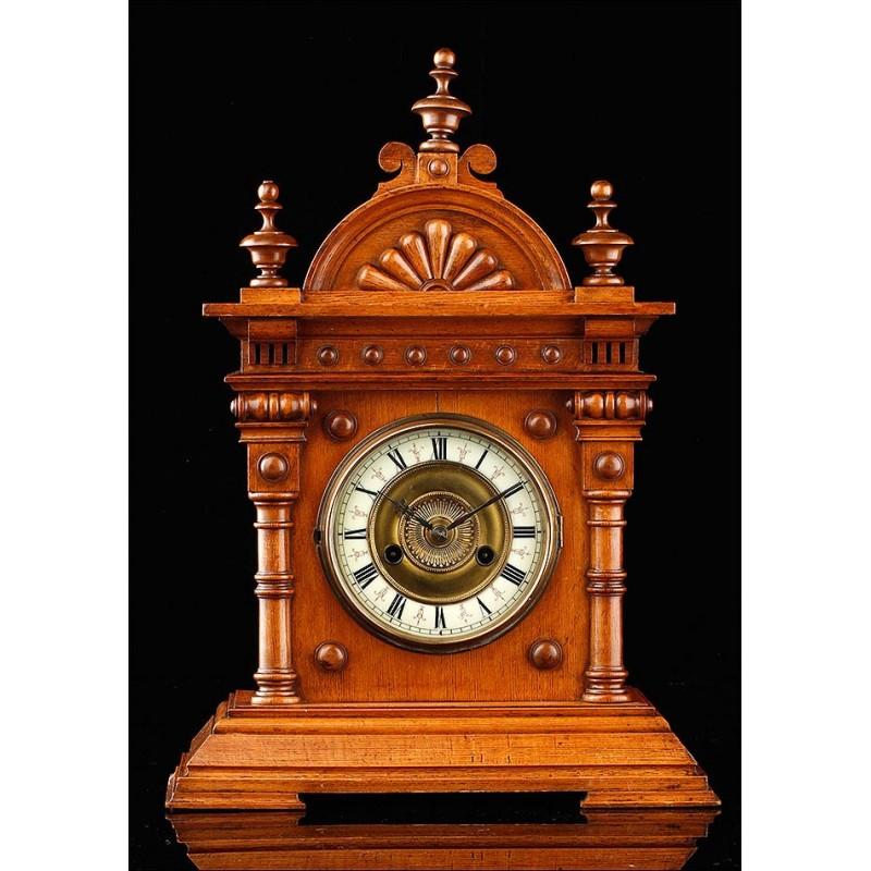 Reloj de Sobremesa de Madera de Estilo Neoclásico. Alemania, Circa 1900