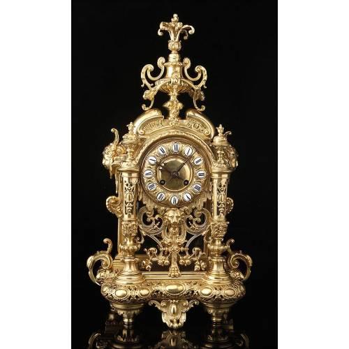 Bellísimo Reloj de Sobremesa de Bronce con Péndulo Visto. Francia, Siglo XIX
