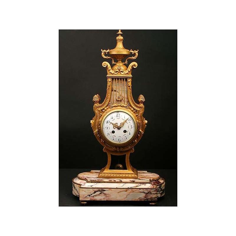 Reloj francés de péndulo en forma de lira. 1870