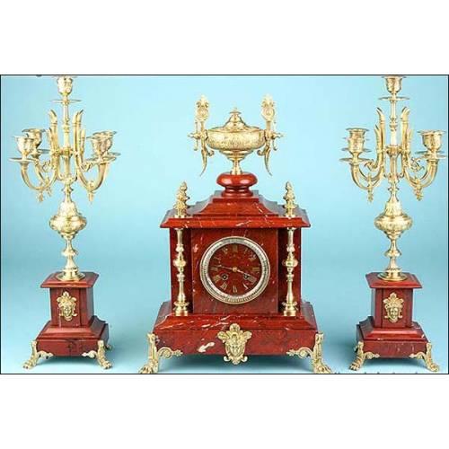 Fantástico reloj de péndulo francés en bronce y mármol. Sonería. 1880.