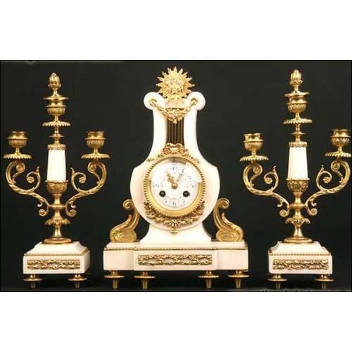 Reloj de péndulo en mármol blanco y bronce dorado. 1870
