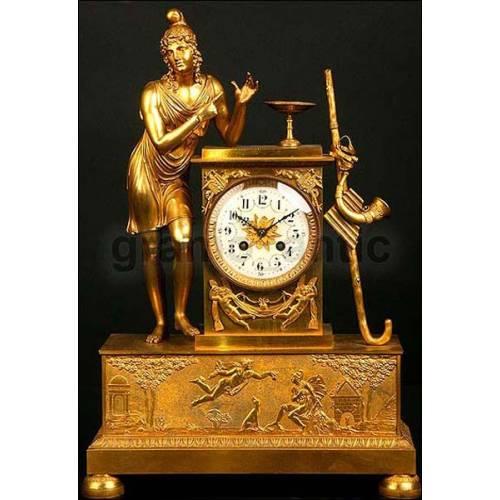 Antiguo reloj francés en bronce dorado. 1850. Alegoría a la música