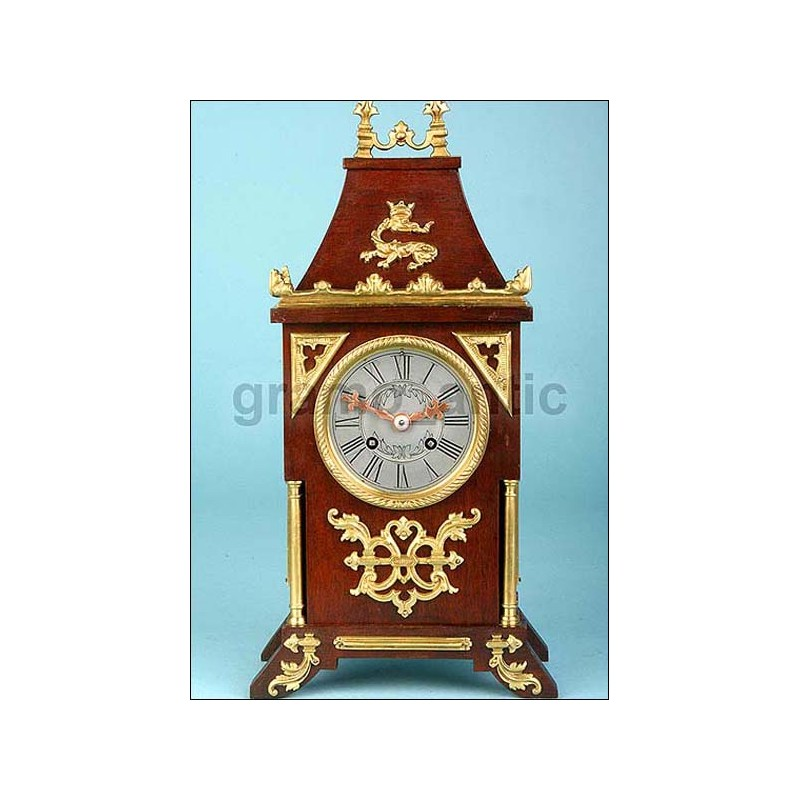 Antiguo reloj de sobremesa. Firmado. 1920