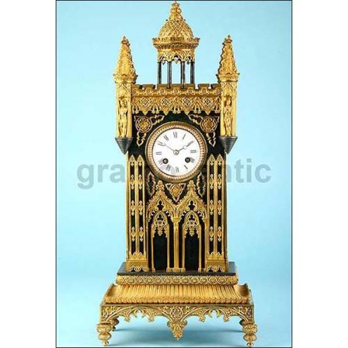 Antiguo y raro reloj Neo Gótico. 1850