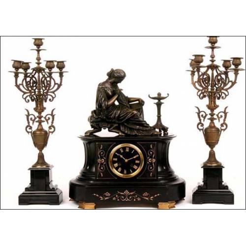 Antiguo reloj de péndulo Francés con sonería. Bronce y mármol. 1890